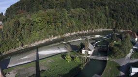 Central energética Hydroelectric em um rio Fotos de Stock Royalty Free