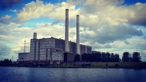 Central energética o ijsselcentrale no verão Fotografia de Stock Royalty Free