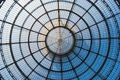 Central fönsterrutor av Vittorio Emanuele i mitten av Milan royaltyfria bilder