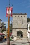 Central fyrkant av den Krk townen Arkivfoto