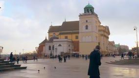 Central fyrkant i den gamla staden av Warszawa arkivfilmer
