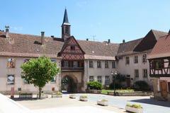 Central fyrkant i Rosheim, Alsace, Frankrike Arkivfoton