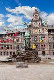 Central fyrkant och Brabo staty i Antwerpen Royaltyfria Foton