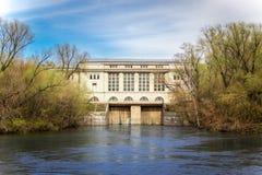 Central hidroeléctrica en el río de Moscú Imagen de archivo