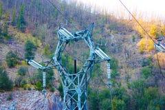 Central hidroeléctrico construida por el hombre para crear la energía limpia y para ahorrarla sistema de la prevención del calent imagenes de archivo