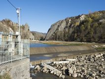 Central hidroeléctrico micro en Doftana River Valley Fotografía de archivo