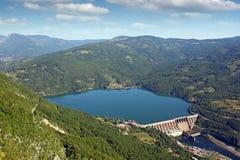 Central hidroeléctrico Perucac en paisaje del río de Drina Fotos de archivo libres de regalías
