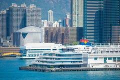 Central Hong Kong - Januari 13, 2018: Sikt av Victoria Harbor f Arkivfoton