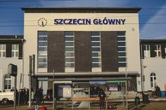 Central ingång till järnvägsstationbyggnaden Royaltyfri Fotografi