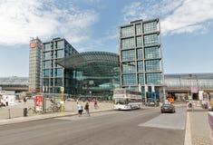 Central järnvägsstation eller Hauptbahnhof i Berlin, Tyskland royaltyfri bild