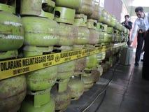 Central Java Police Unload Gas LPG stöld med injektionfunktionsläge Royaltyfri Fotografi