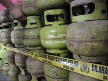 Central Java Police Unload Gas LPG stöld med injektionfunktionsläge Royaltyfri Bild