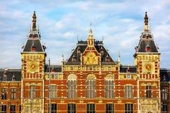 Central klocka Amsterdam Holland Netherlands för symbol för drevstation Arkivbilder