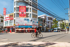 Central korsning gata i Nha Trang Arkivfoton