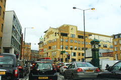 Central London gatasikt England Arkivbild