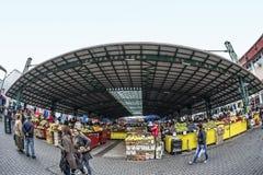 Central marknad i Targu-Jiu, 08 oktober 2014 Arkivfoto