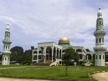 Central moské av det Krabi landskapet. Arkivfoto