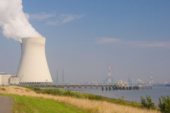 Central nuclear Fotos de Stock Royalty Free