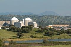 Central nuclear de Almaraz no centro da Espanha fotos de stock royalty free