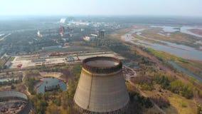 Central nuclear de Chern?bil, Ukrine Silueta del hombre de negocios Cowering metrajes