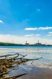 Central nuclear en la costa Fotografía de archivo libre de regalías