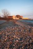 Central nuclear en Pickering, el lago Ontario Imágenes de archivo libres de regalías