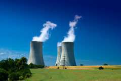 Central nuclear, industria de la energética Imagen de archivo libre de regalías