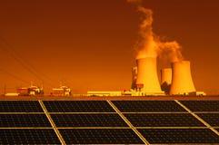 Central nuclear Temelin, painéis solares em República Checa Europa Fotos de Stock Royalty Free