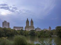 Central Park湖视图 免版税库存图片