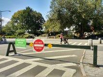 Central Park östlig 90th gataingång, skriver in inte, parkerar stängt drev, Manhattan, NYC, NY, USA Arkivbilder