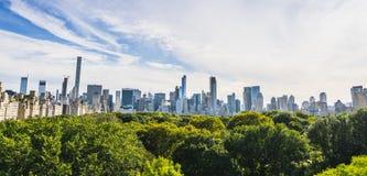 Central Park, Нью-Йорк, США 09-01-17: Central Park с Манхаттаном Стоковые Фотографии RF