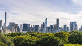 Central Park, Нью-Йорк, США 09-01-17: Central Park с Манхаттаном Стоковое Фото