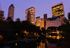 Central Park bij schemer. De Stad van New York Royalty-vrije Stock Afbeelding