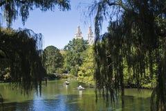 Central Park con los botes de remos Imagen de archivo libre de regalías