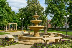 Central Park de la ciudad de Simleu Silvaniei, condado de Salaj, Transilvania, Rumania Foto de archivo libre de regalías