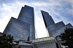 Central Park di vetro moderno NY delle costruzioni fotografia stock