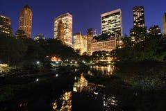 Central Park en el crepúsculo imagenes de archivo