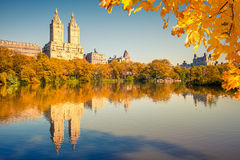 Central Park en el día asoleado fotografía de archivo