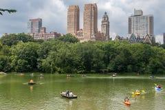 Central Park en het Paddelen van Toeristen Royalty-vrije Stock Foto's