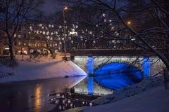 Central Park en Riga adornó para la celebración de la Navidad y del Año Nuevo Imagenes de archivo