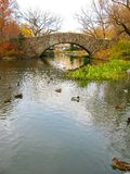 Central Park: Gapstow bridge, and its beautiful colors in Autumn Royalty Free Stock Photos