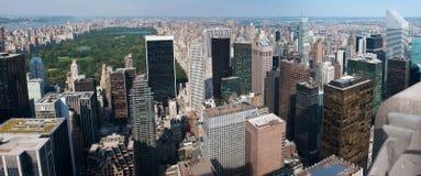 Central Park och skyskrapor Arkivbild