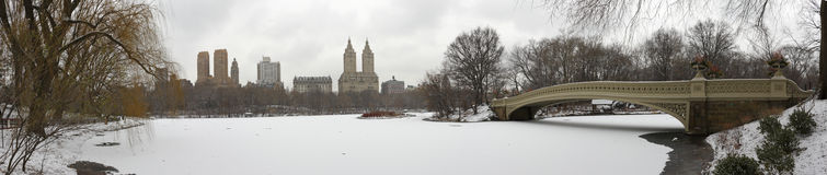 Central Park Panorama With Bow Bridge In Winter Royalty Free Stock Photography
