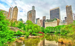 Central Park with the Pond and Manhattan Skyline - New York City royalty free stock photos