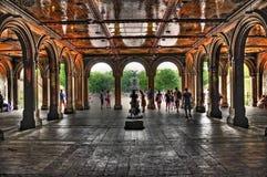 Central Park promenerar och springbrunnen arkivfoton