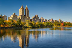 Central Park Reservoir, fall foliage and Upper West Side. Manhattan, New York City Stock Photos