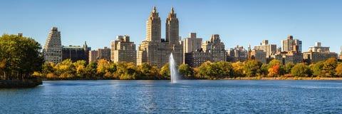 Central Park-Reservoir, Upper West Side und Herbstlaub manhattan Stockbilder