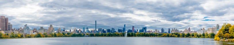 Central Park-Teich, der Süd schaut Lizenzfreies Stockbild