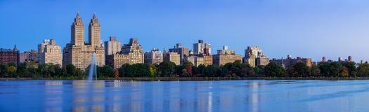 Central Park und Jacqueline Kennedy Onassis Reservoir an der Dämmerung Upper West Side, Manhattan, New York City stockbild