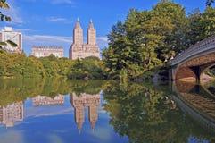 Central Park y puente del arco, Nueva York Foto de archivo
